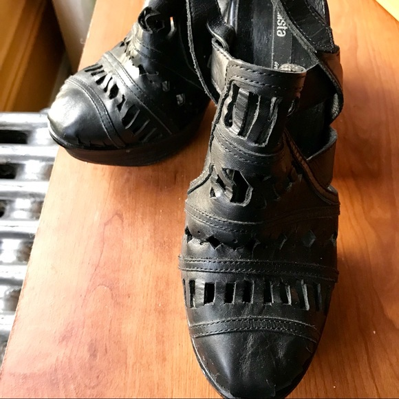 Miista Shoes - Miista Ori Cut-Out Black Platform Booties